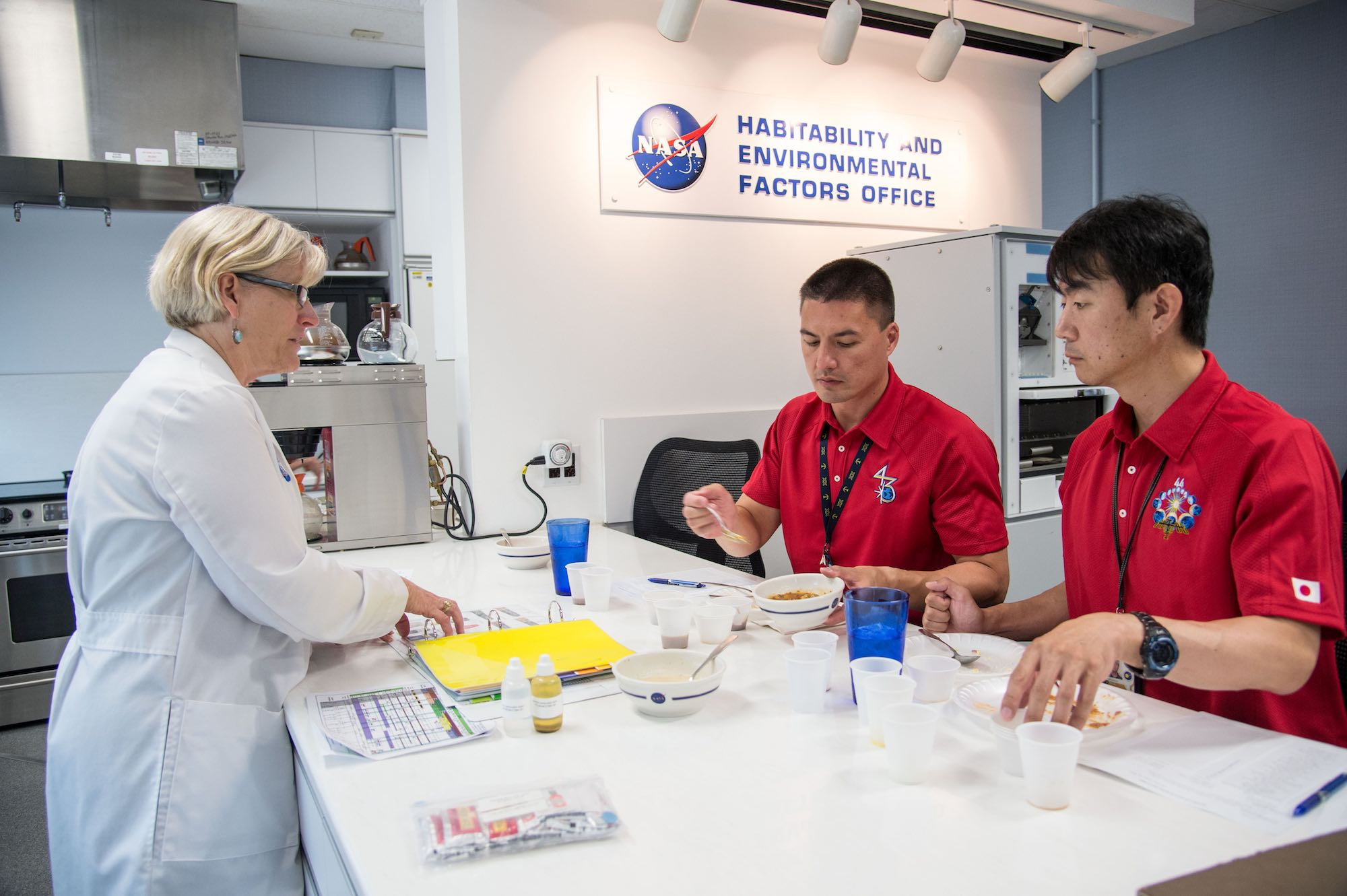 At NASA's Johnson Space Center in Houston, 2 astronauts (the American Kjell Lindgren and the Japanese Kimiya Yui) taste the different meals proposed by the nutritionists. They grade them so that their diet takes account of their preferences. Image credit: NASA