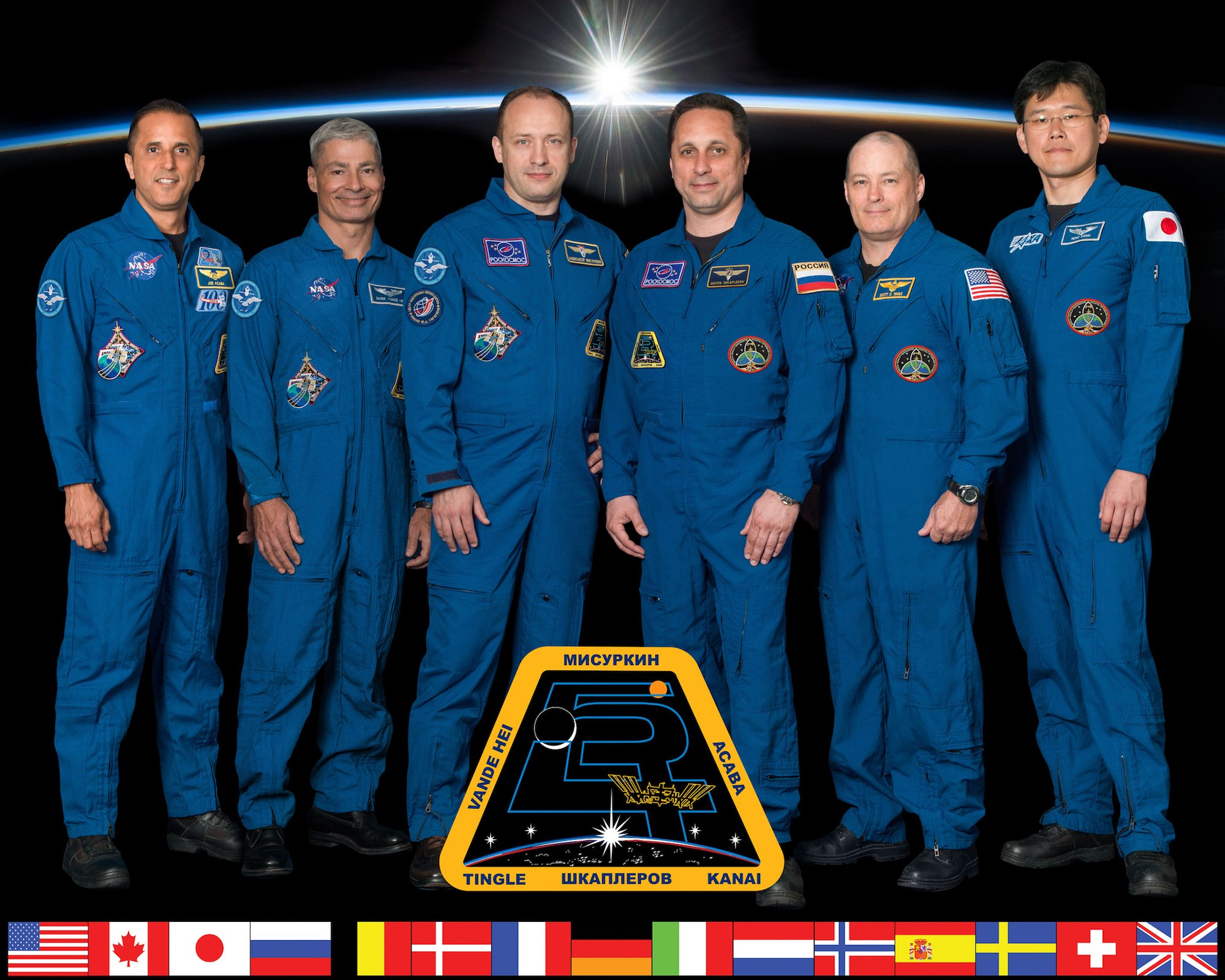 Photo officielle de l'Expédition 54. De gauche à droite : Joseph Acaba, Mark Vande Hei, Alexander Misurkin, Anton Shkaplerov, Scott Tingle et Norishige Kanai. Crédit : NASA